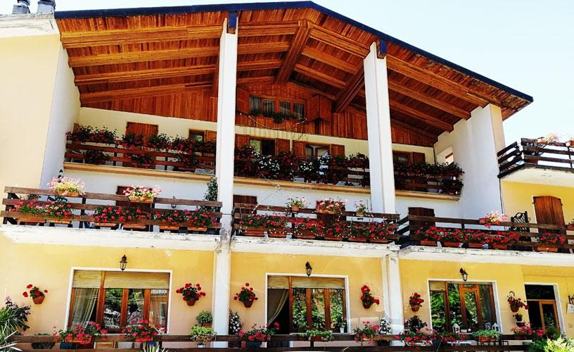 Faustina: Hotel Ristorante Pizzera a Sefro